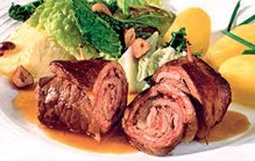 Фото: горячее блюдо на день рождения - рулет из свинины.