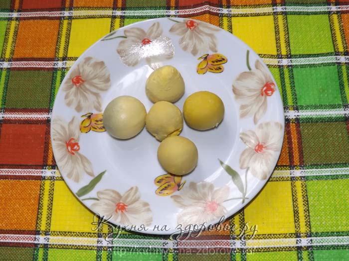Рецепт салат мимоза - шаг1 - желтки откладываем в сторону
