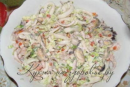 рецепты салатов с морского коктейля