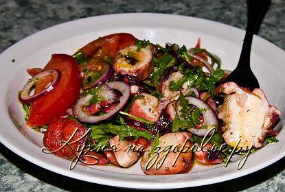 Салат с консервированными осьминогами
