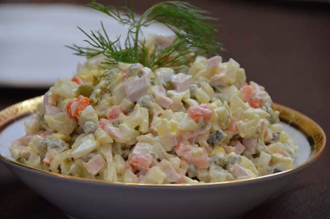 Салат оливье - русский салат.