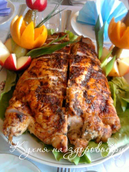 Фото: фаршированная курица, запеченная в духовке.