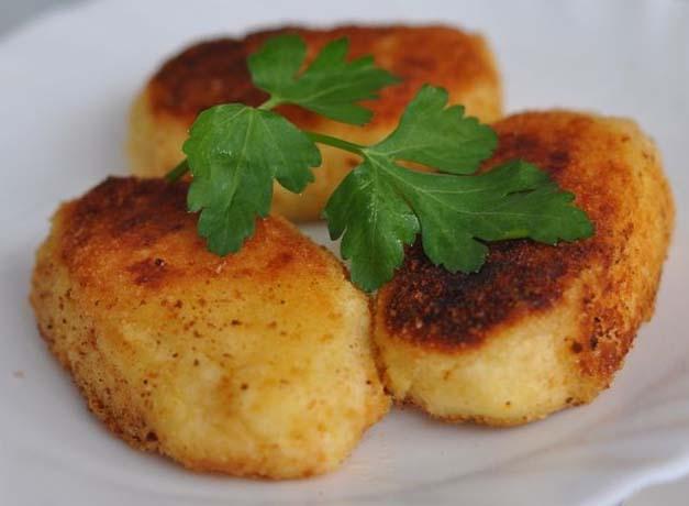 Фото: картофельные пирожки с гречкой.