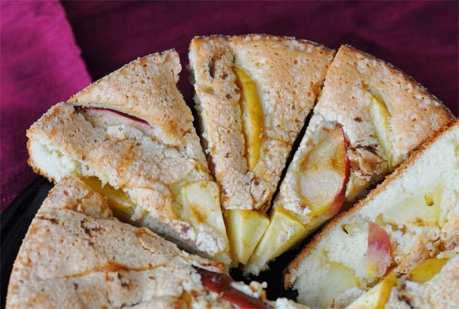 Шарлотка - яблочный пирог.