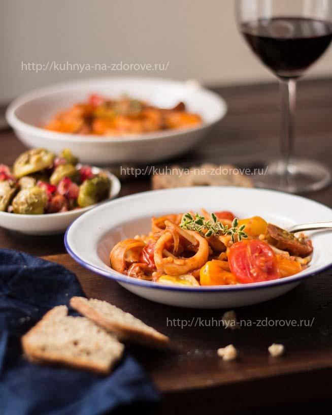 Кальмары в томатном соусе с макаронами - фото1